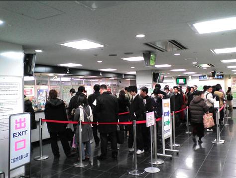 まだみどりの窓口に並んで無駄に時間を消耗してるの?これからはネットで新幹線のチケットを買うのが当たり前の時代です。