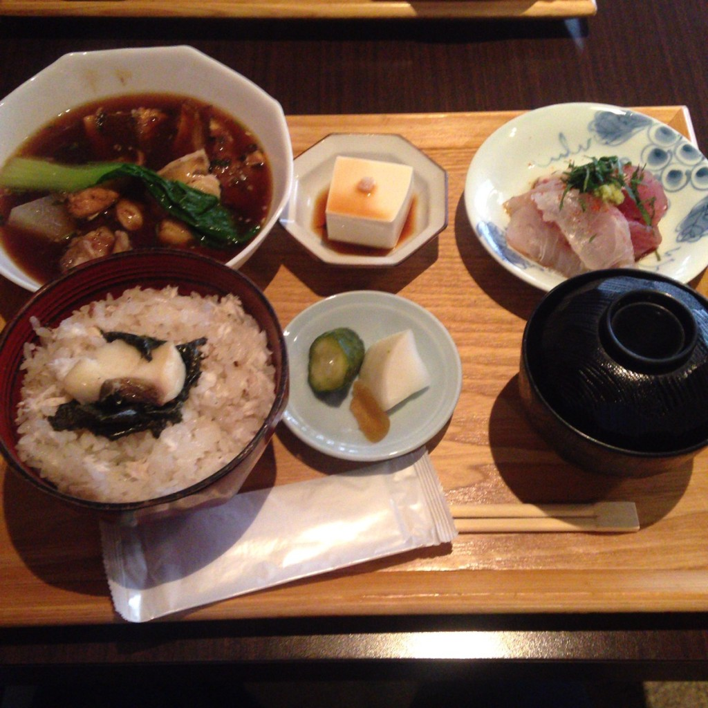 浜松町で気分転換ランチがしたいなら鯛めし定食の『本濱(ほんはま)』