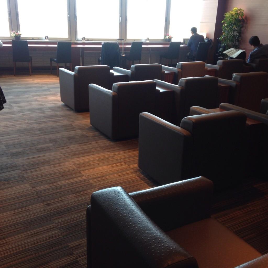 【かなりの優越感】新千歳空港の『スーパーラウンジ』は景色が良く、広くてゆったりできるので最高