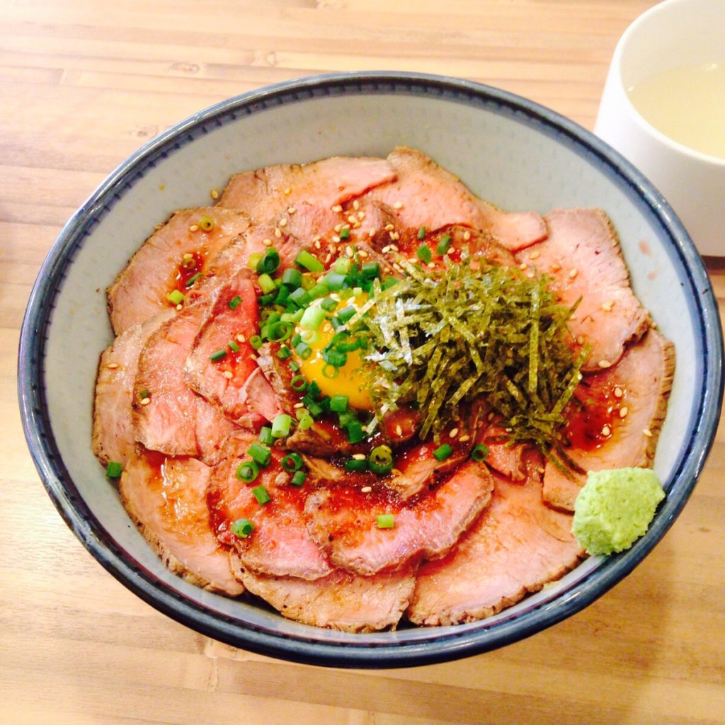 浜松町界隈でランチなら『焼肉ここから』のローストビーフ丼が量も多くコスパが高くてオススメ
